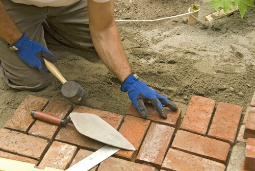 laying-bricks-landscaping-network_5633